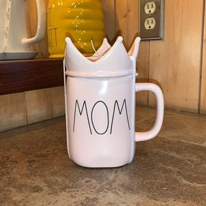 "Rae Dunn ""Mom"" Mug with Crown lid"